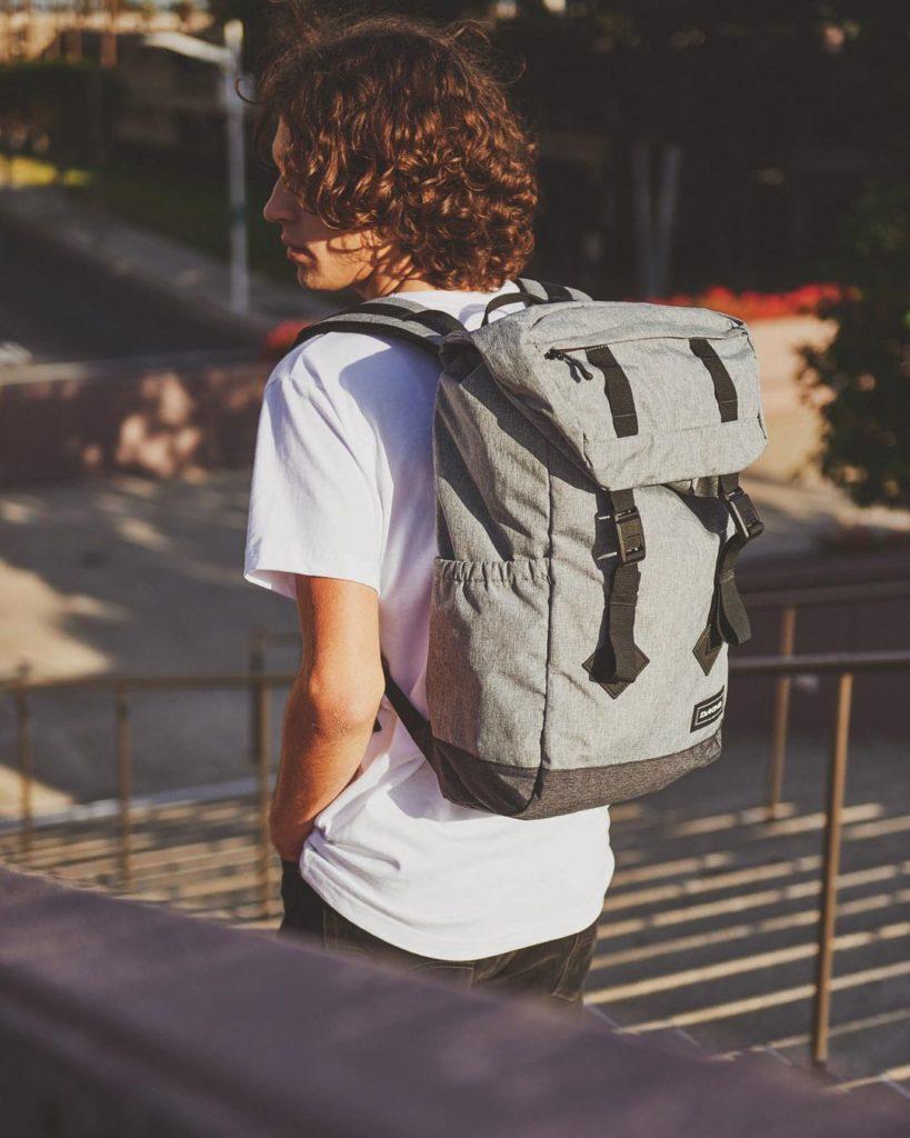 Dakine - самый популярный американский бренд городских рюкзаков
